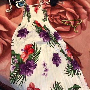 Dresses & Skirts - Island Maxi dress